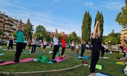 Yoga all'aria aperta e in compagnia? A Villa Pigna si può!