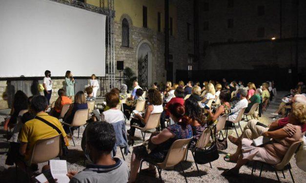 """Cinema Sotto Le Torri: dopo la pioggia """"Un altro giro""""."""
